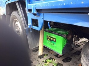 24 hrs car battery replacement service lorry